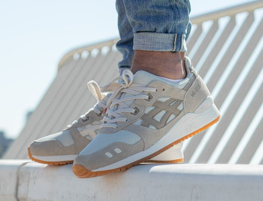 Asics-Gel-Lyte-3-OG-Monozukuri-Pack-Ivory-Wood-Crepe-on-feet-3