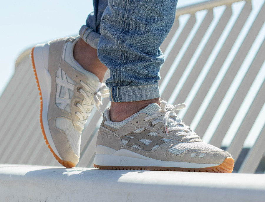 Asics-Gel-Lyte-3-OG-Monozukuri-Pack-Ivory-Wood-Crepe-on-feet-4