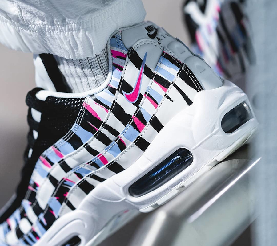Nike Air Max 95 CTRY 'South Korea' Royal Tint Racer Pink on feet (1)