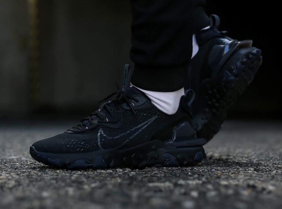 https://www.sneakers-actus.fr/wp-content/uploads/2020/04/Nike-React-Vision-DMSX-Triple-Black-4.jpg