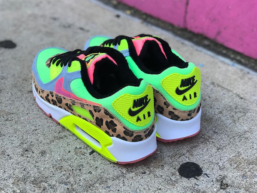 Nike Wmns Air Max 90 LX '90's Dancefloor' Illusion Green Sunset Pulse (2)