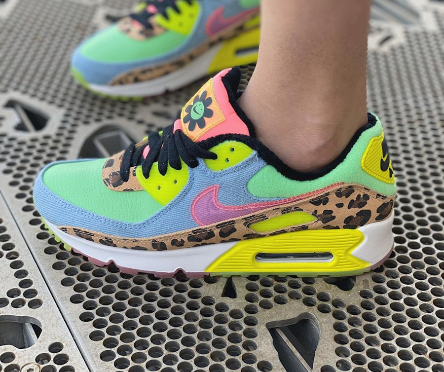 Nike Wmns Air Max 90 LX '90's Dancefloor' Illusion Green Sunset Pulse on feet (2)