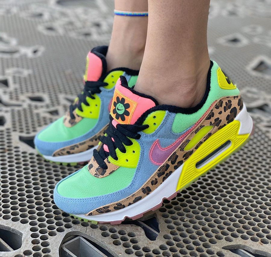 Nike Wmns Air Max 90 LX '90's Dancefloor' Illusion Green Sunset Pulse on feet (3)