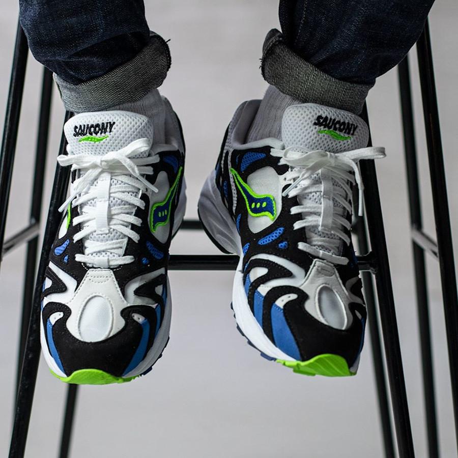 Saucony Grid Azura 2000 OG White Blue Lime on feet (1)