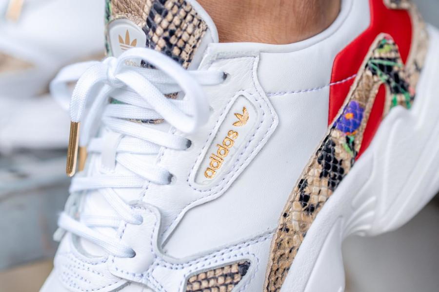 Adidas Falcon W blanche Cloud White Python Snakeskin on feet (1)