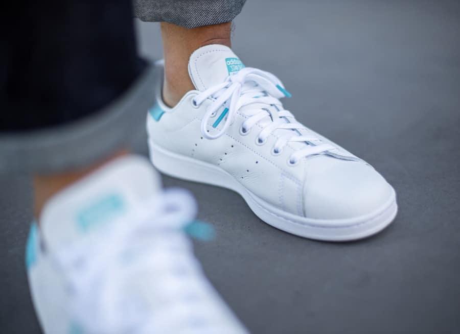 Adidas Stan Smith 2020 blanche et bleu ciel (3)