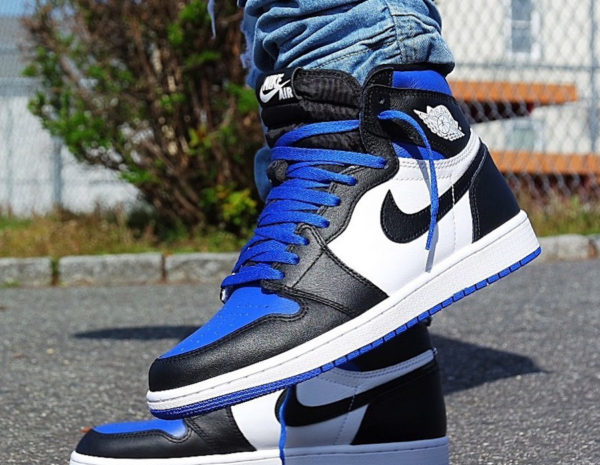 Air Jordan 1 Retro High OG 'Royal Toe' (Game Royal 2020) on feet (2)