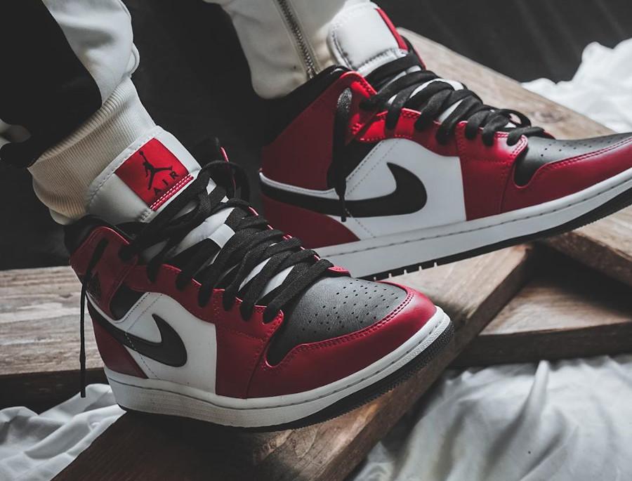 Air Jordan 1 mi-montante blanche rouge et noir 2020 (4)