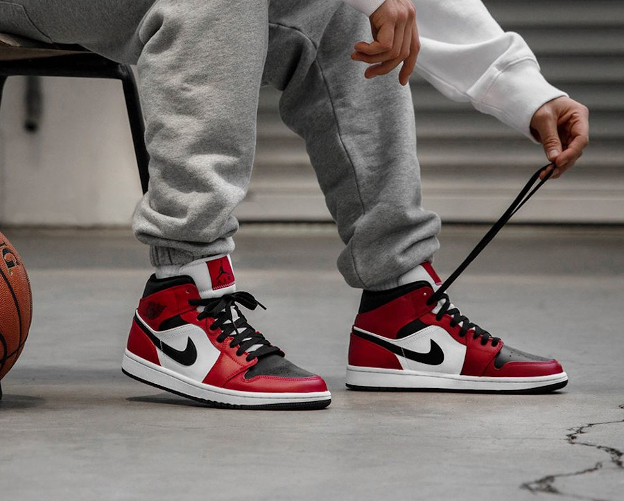 554724-069 : que vaut la Air Jordan 1 Mid AJ1 Chicago Black Toe ?
