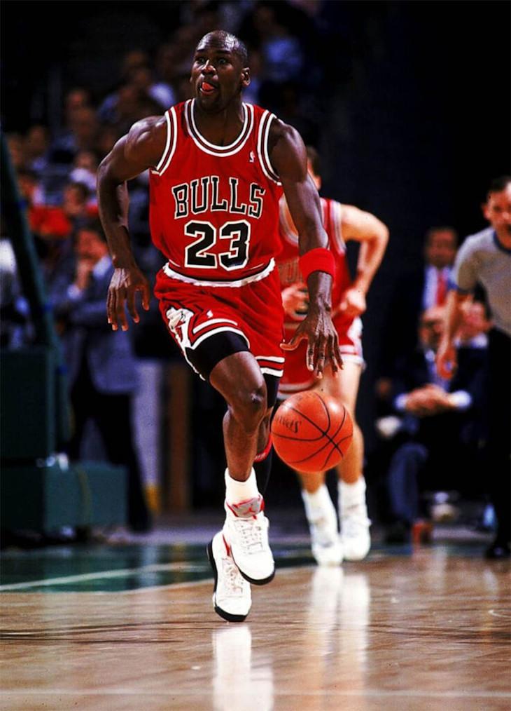 Michael Jordan en Air Jordan 5 OG Fire Red Silver Tongue de 1990
