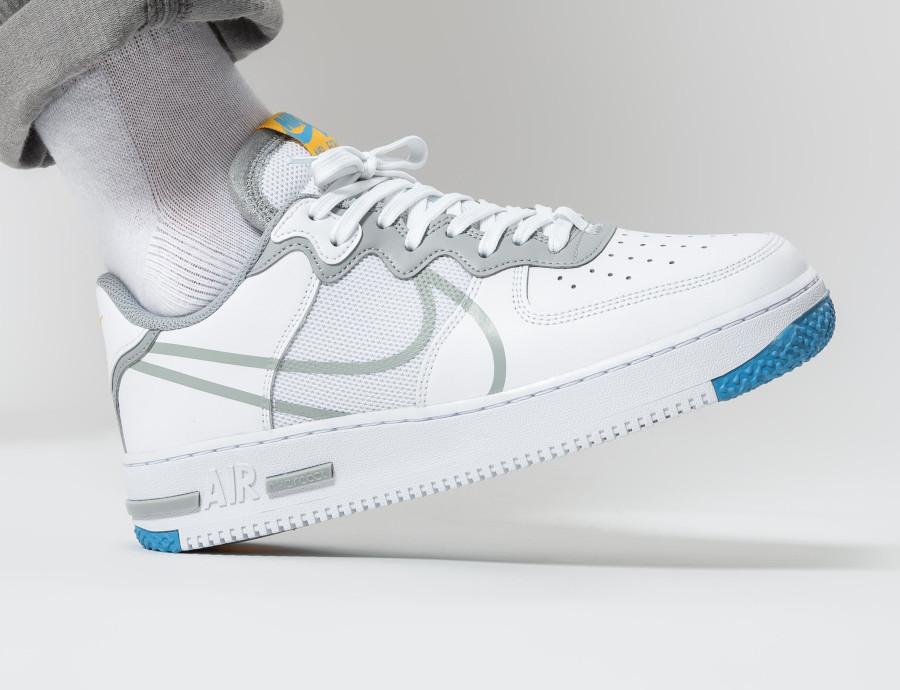 Nike-Air-Force-1-React-DMSX-blanche-grise-et-jaune-doré-4