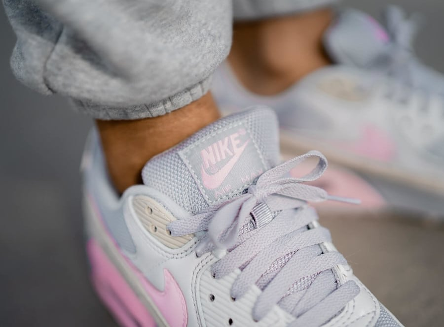 Nike Air Max 90 Recrafted grise et rose (1)