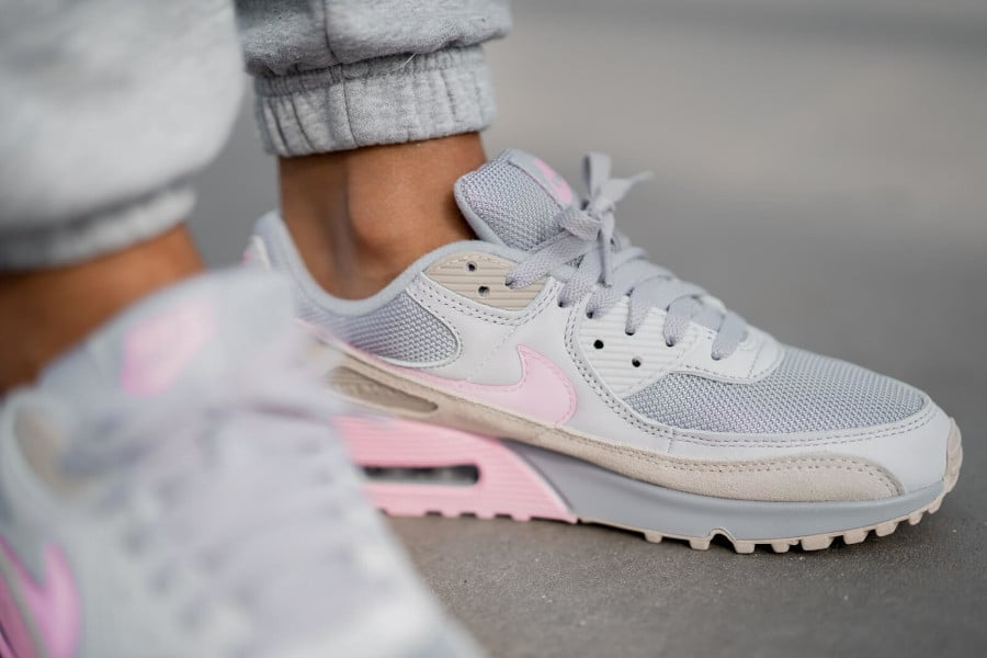 Nike Air Max 90 Recrafted grise et rose (5)