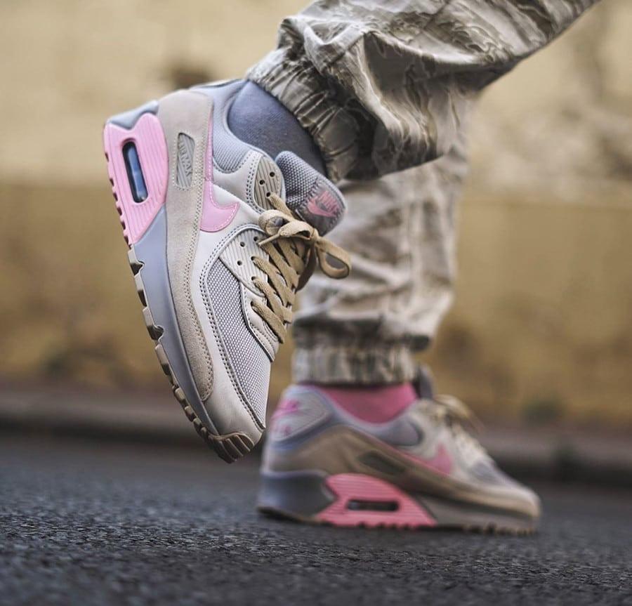 Nike Air Max 90 'Vast Grey Pink Wolf Grey' (2)