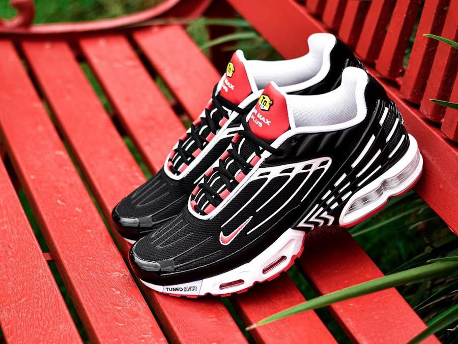 Nike Air Max Plus III Black White Track Red (1)