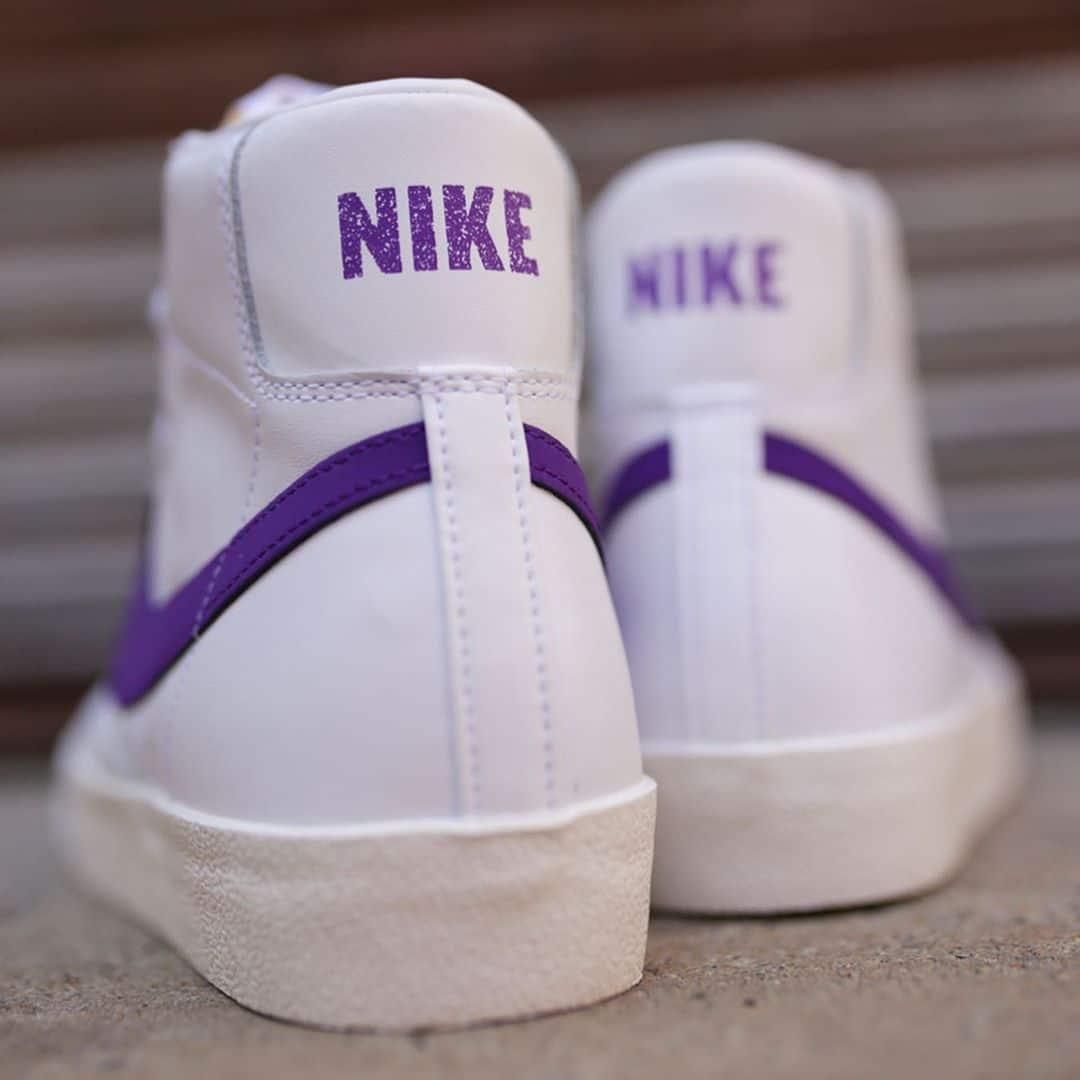 Nike Blazer mi-montante blanche et violette (1)
