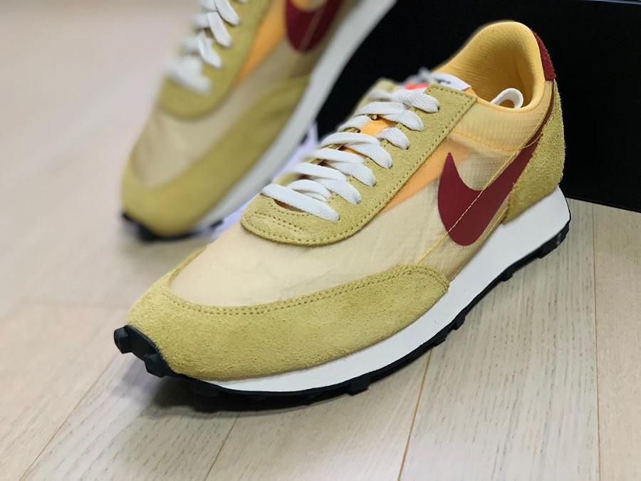 Nike Daybreak SP jaune doré blanche et bordeaux (1)