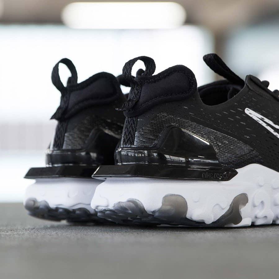 Nike React Vision noire et blanche pour homme (1)