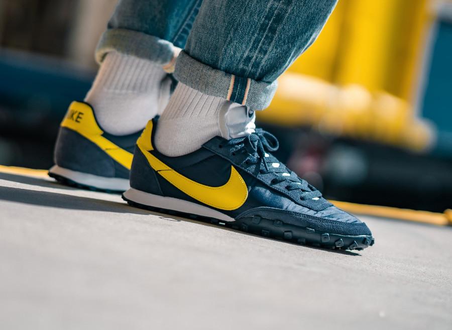 Nike-Waffle-Racer-Obsidian-Chrome-Yellow-2