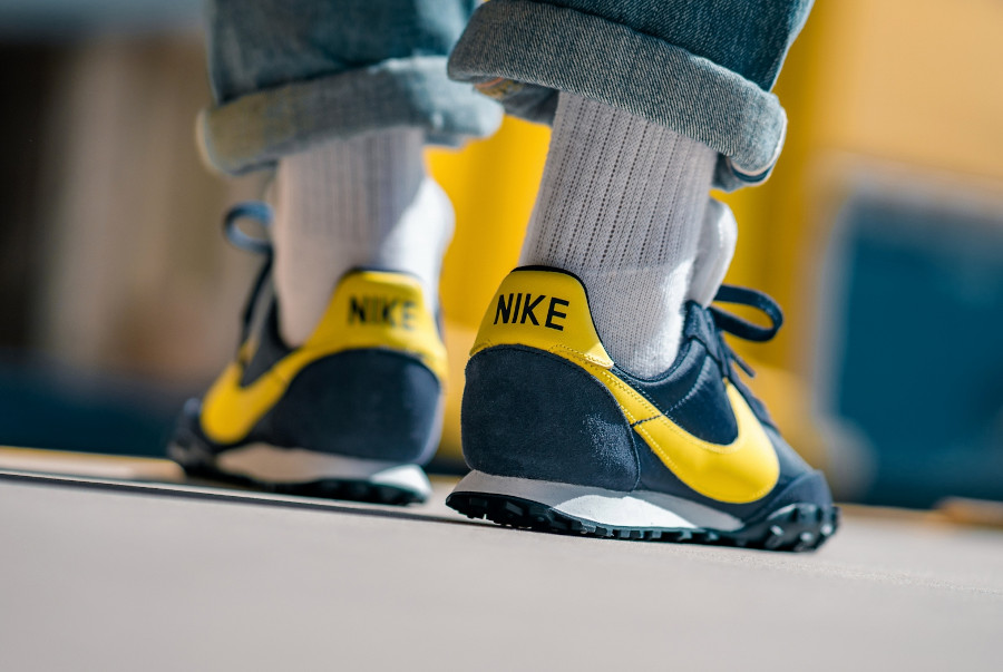 Nike-Waffle-Racer-Obsidian-Chrome-Yellow-4