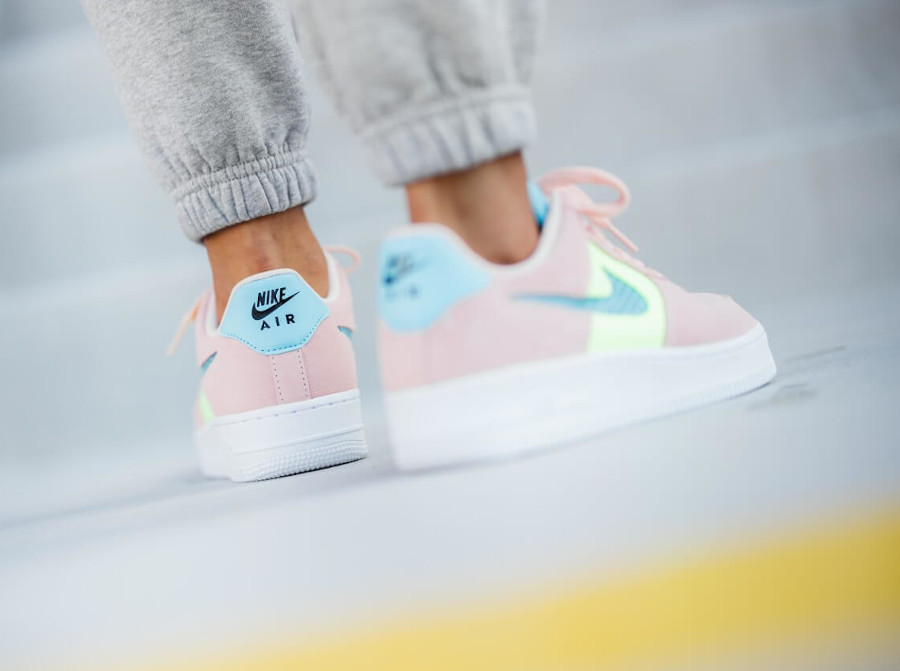 Nike Wmns Air Force 1 '07 SE Washed Coral Ghost Green Oracle Aqua (1)
