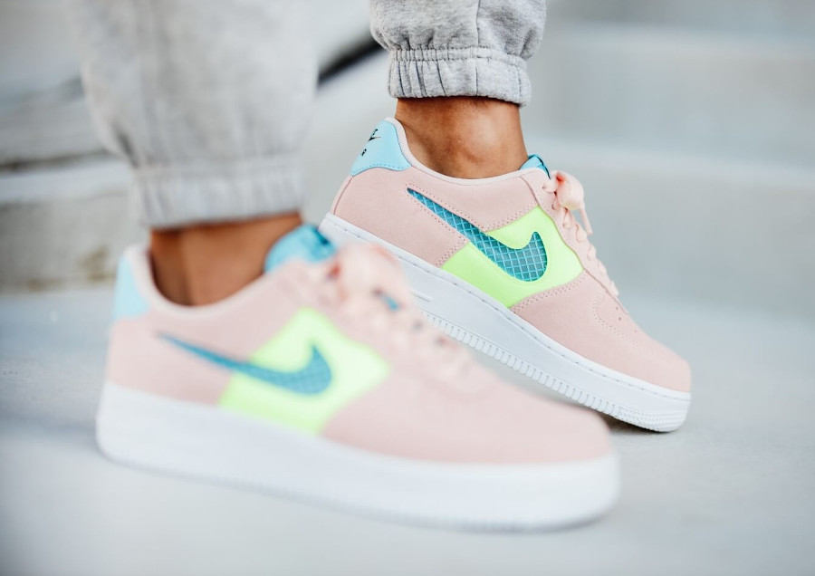 Nike Wmns Air Force 1 '07 SE Washed Coral Ghost Green Oracle Aqua (2)
