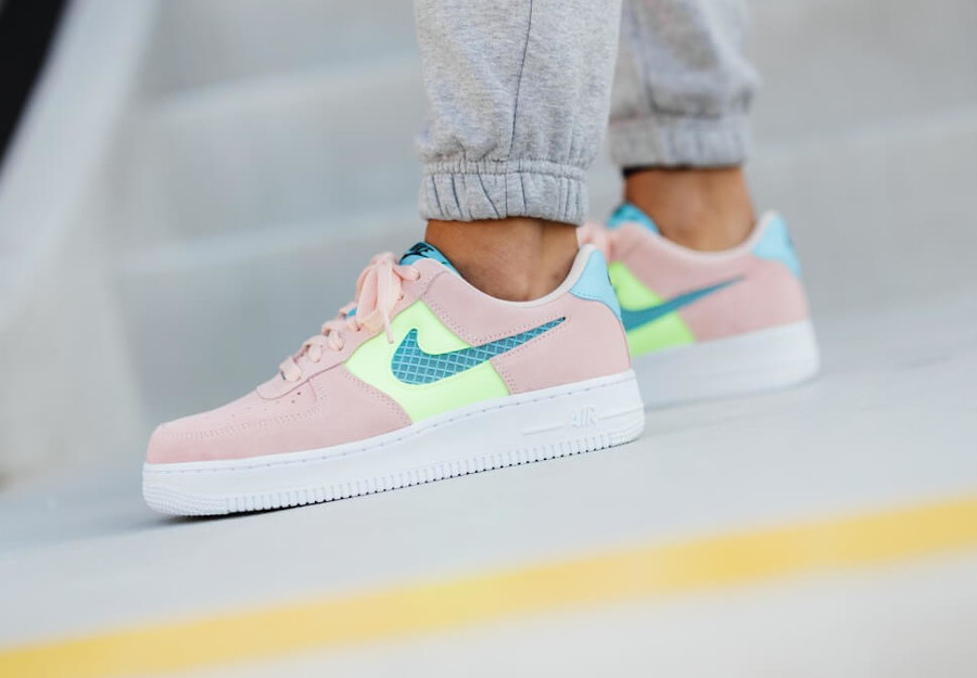 Nike Wmns Air Force 1 '07 SE Washed Coral Ghost Green Oracle Aqua (3)