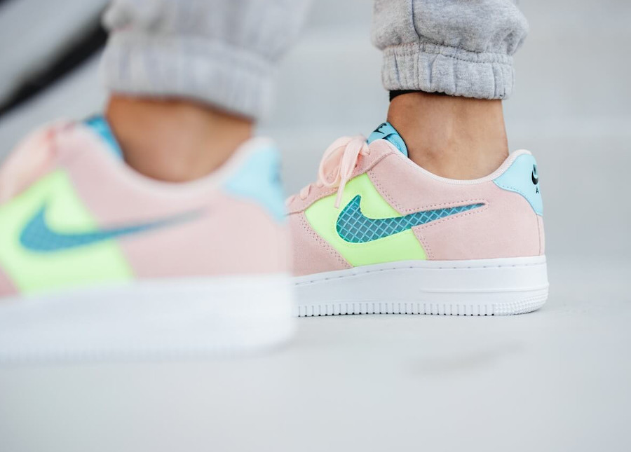 Nike Wmns Air Force 1 '07 SE Washed Coral Ghost Green Oracle Aqua (4)