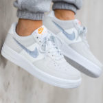 Nike Wmns Air Force 1 '07 SE Pure Platinum Summit White Hyper Crimson