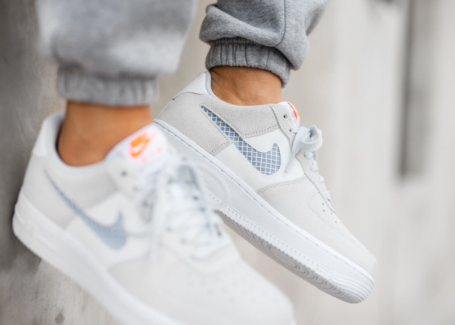 Nike Wmns Air Force 1 '07 SE Pure Platinum Summit White Hyper Crimson (2)