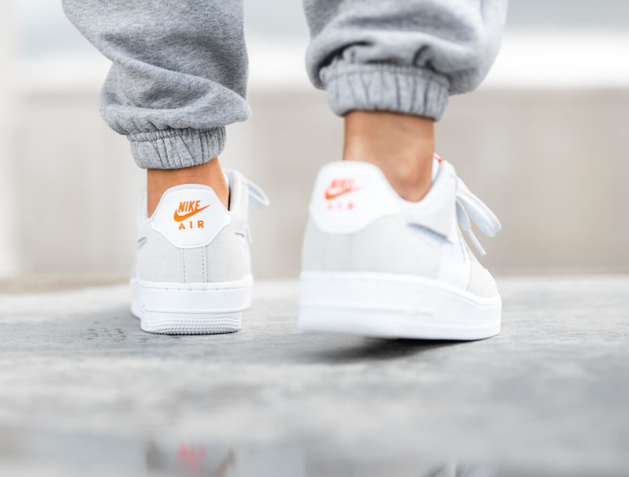 Nike Wmns Air Force 1 '07 SE Pure Platinum Summit White Hyper Crimson (4)