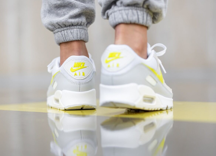 Nike Wmns Air Max 90 White Lemon Venom Pure Platinum Sail (2)
