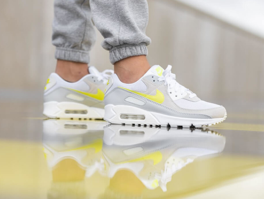 Nike Wmns Air Max 90 White Lemon Venom Pure Platinum Sail (4)
