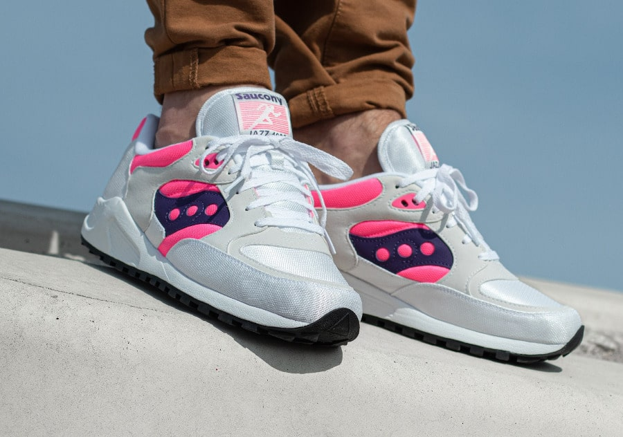 Saucony Jazz 4000 blanche rose et violet on feet (2)