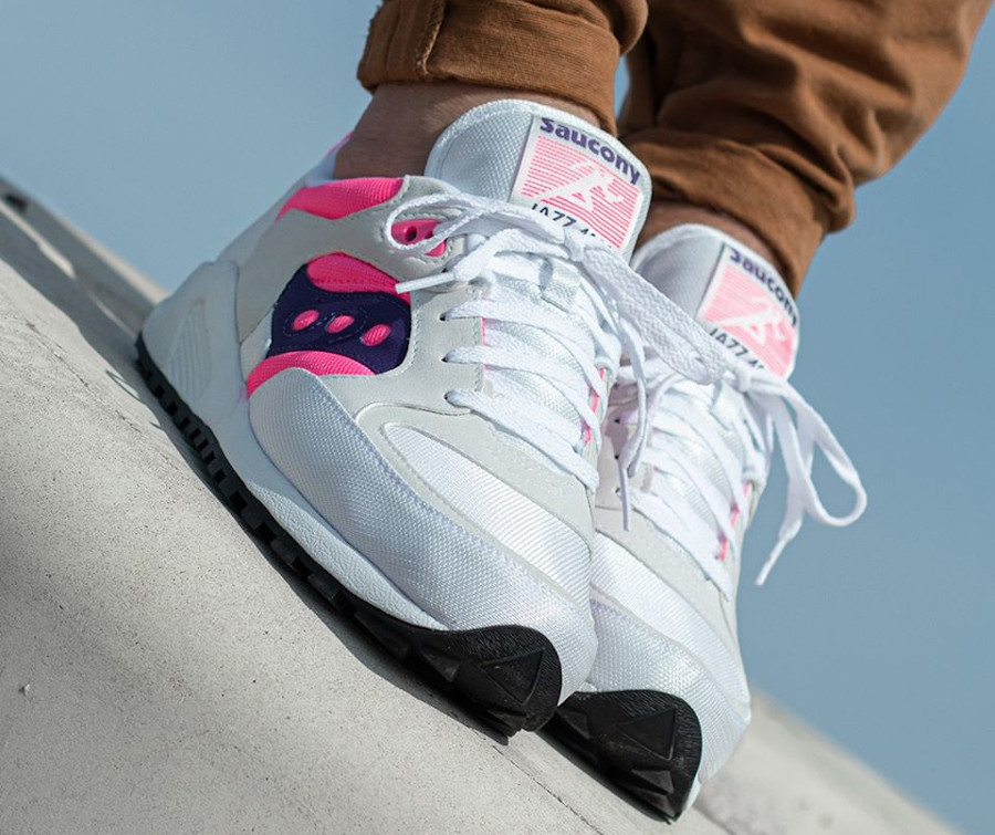 Saucony Jazz 4000 blanche rose et violet on feet (4)