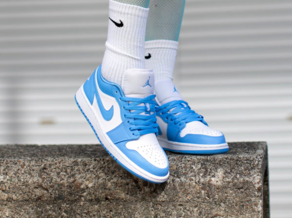 Wmns Air Jordan 1 Low UNC University Blue AO9944-441