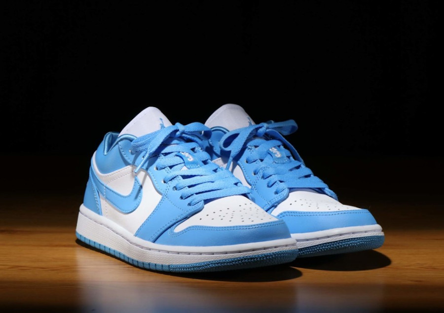 Women's Air Jordan 1 Low blanche bleu ciel University Blue (1)