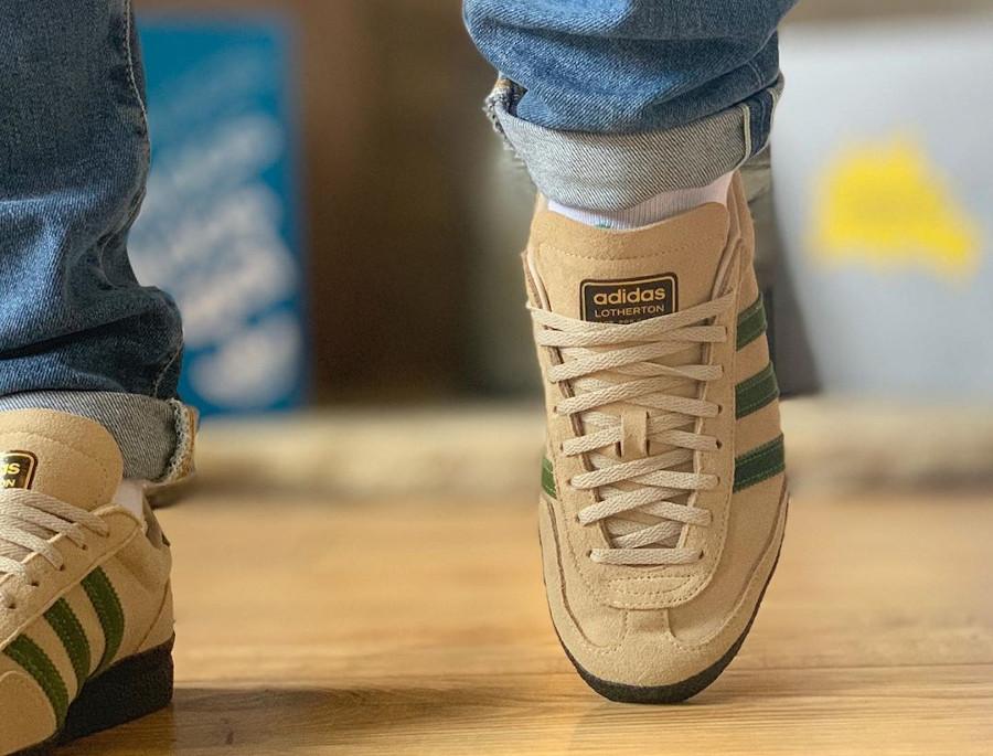 Adidas Lotherton beige et verte on feet (1)