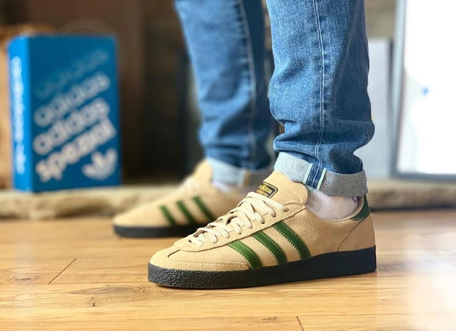 Adidas Lotherton beige et verte on feet (2)