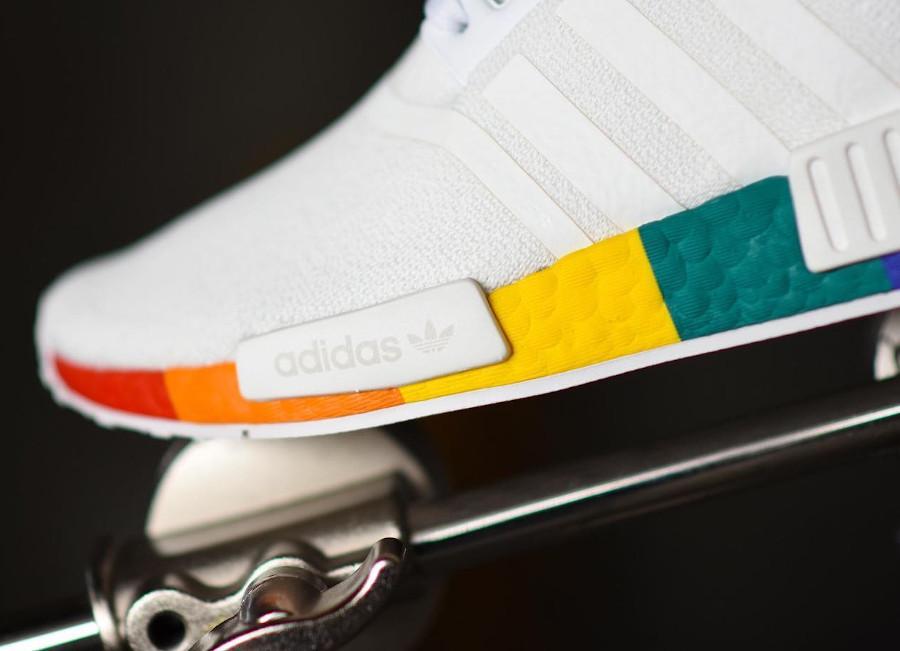 Adidas NMD R1 blanche avec une semelle multicolore (2)