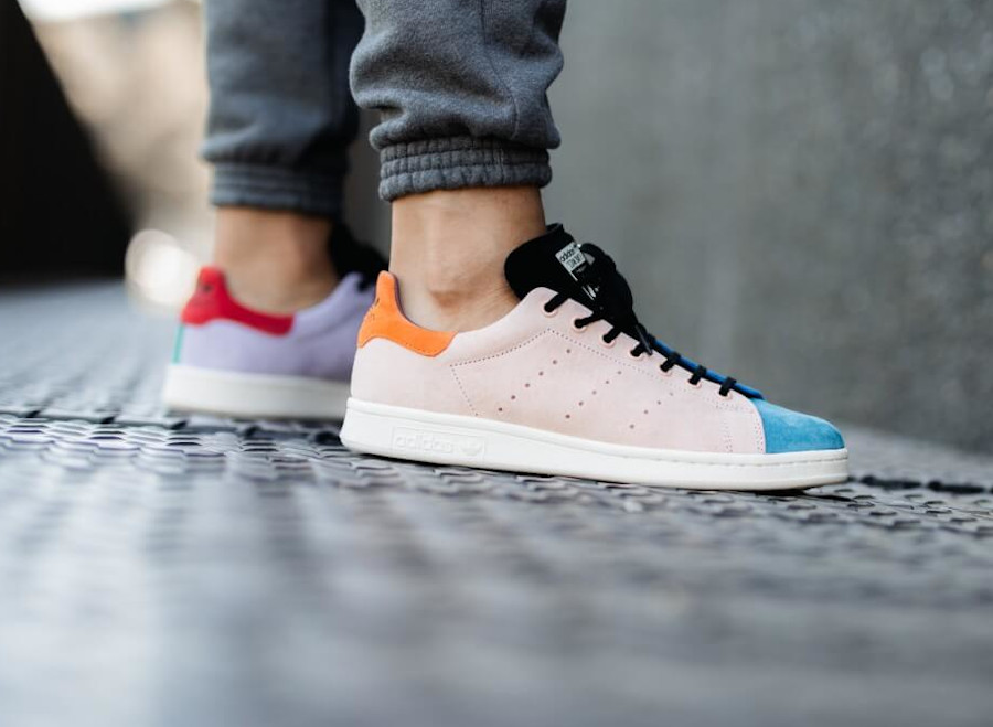 Adidas Stan Smith 2020 multicolore on feet (2)