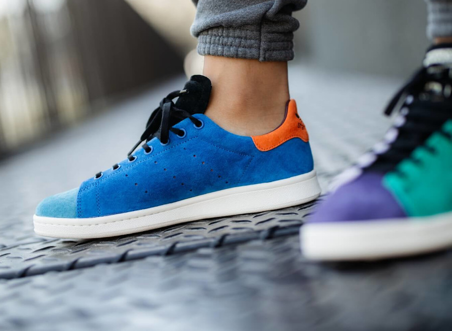 Adidas Stan Smith 2020 multicolore on feet (4)