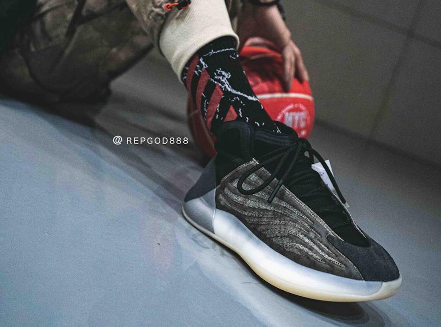Adidas Yeezy Quantum gris foncé (2)