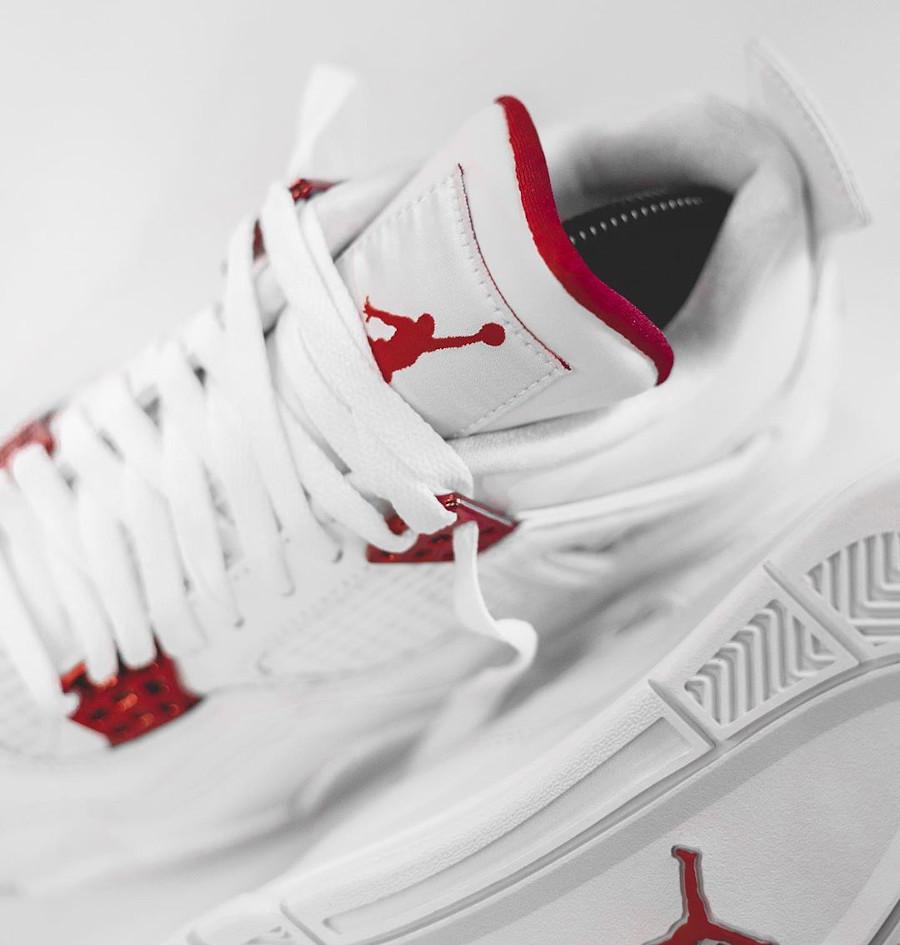 Air Jordan IV blanche et rouge métallisé (2)