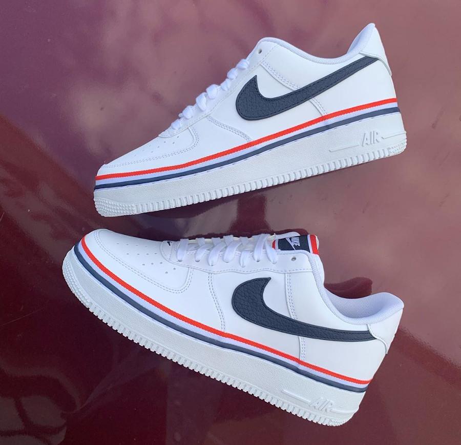 Nike Air Force 1 blanche avec un ruban tricolore (2)