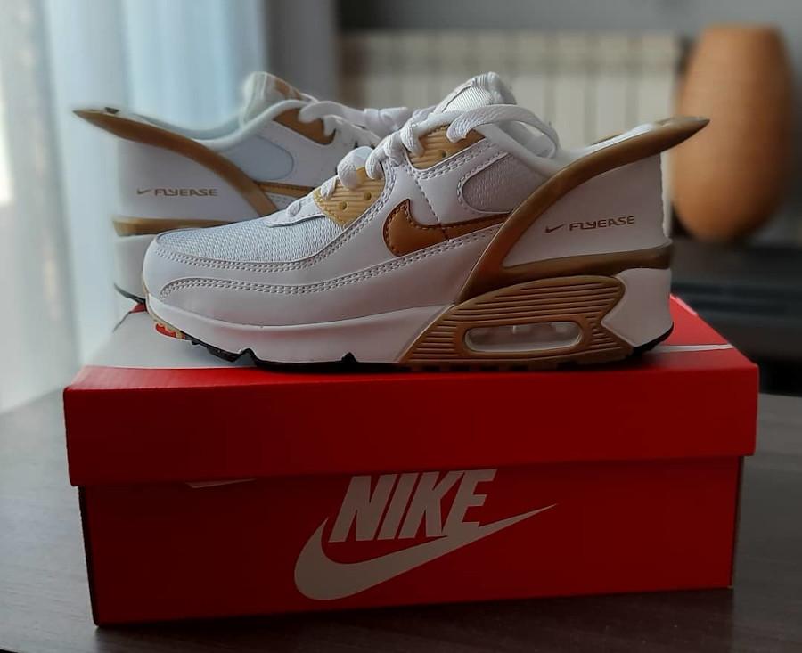 Nike Air Max 90 Flyease blanche et or métallique (1)