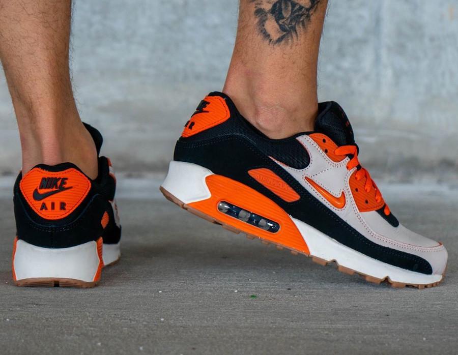 Nike Air Max 90 Premium beige orange marron et noir CJ0611-100 (1)