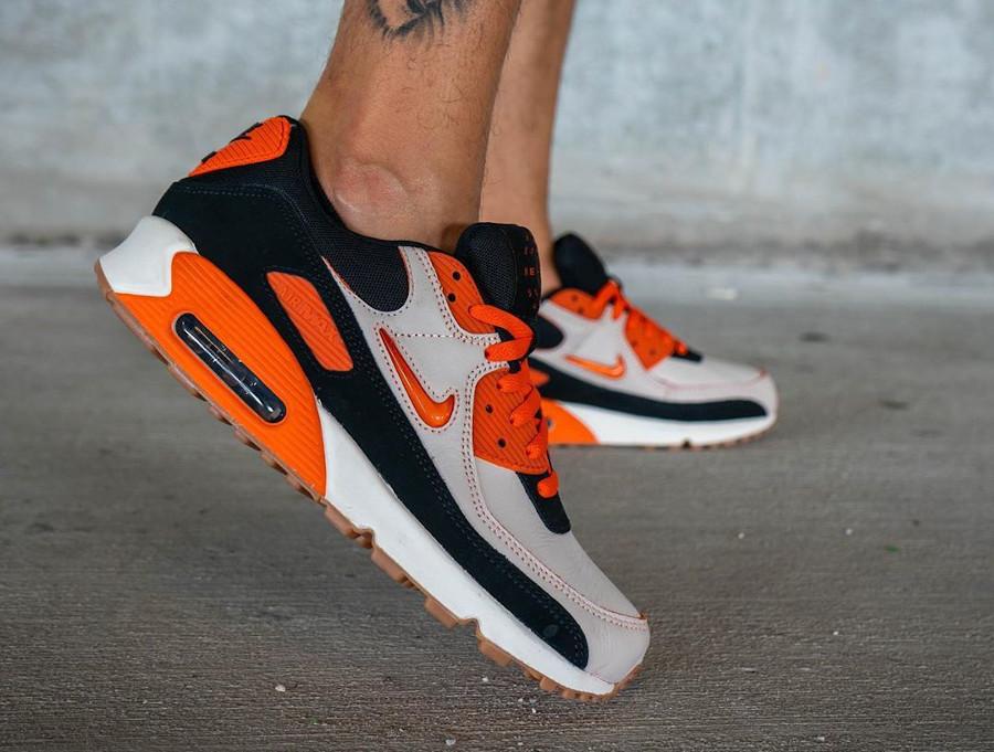 Nike Air Max 90 Premium beige orange marron et noir CJ0611-100 (3)