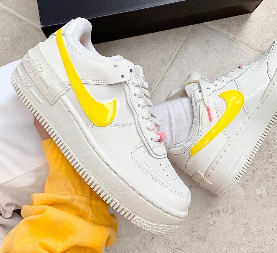 Nike Wmns AF1 Shadow beige jaune et rose (1)