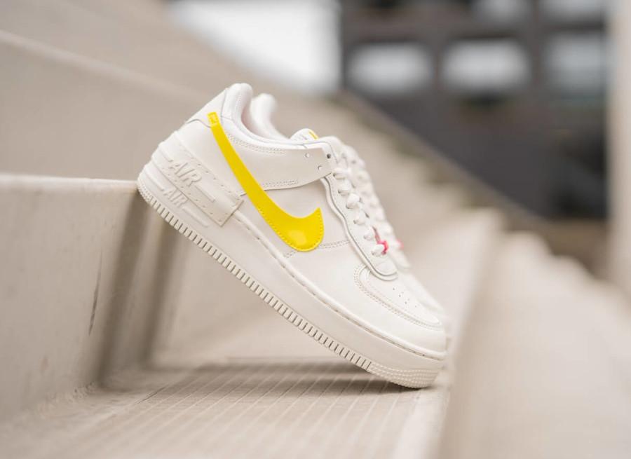 Nike Wmns AF1 Shadow beige jaune et rose (2)